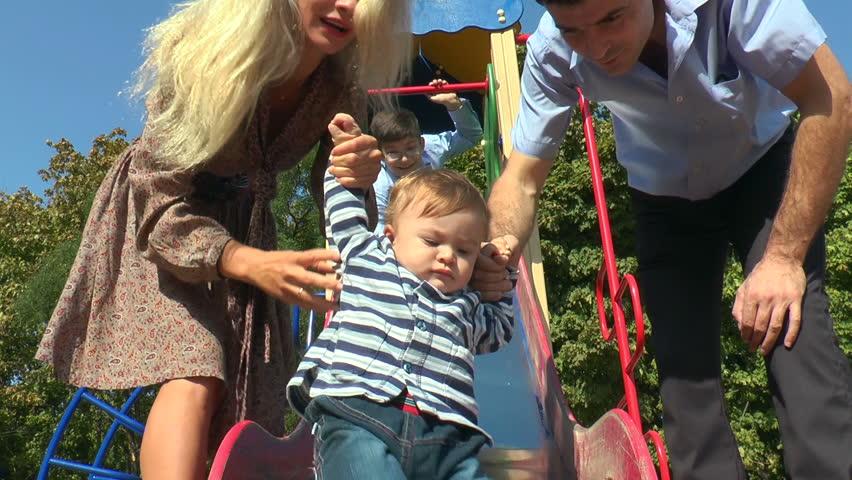 Resultado de imagem para CHILDREN IN PLAYGROUND WITH PARENTS