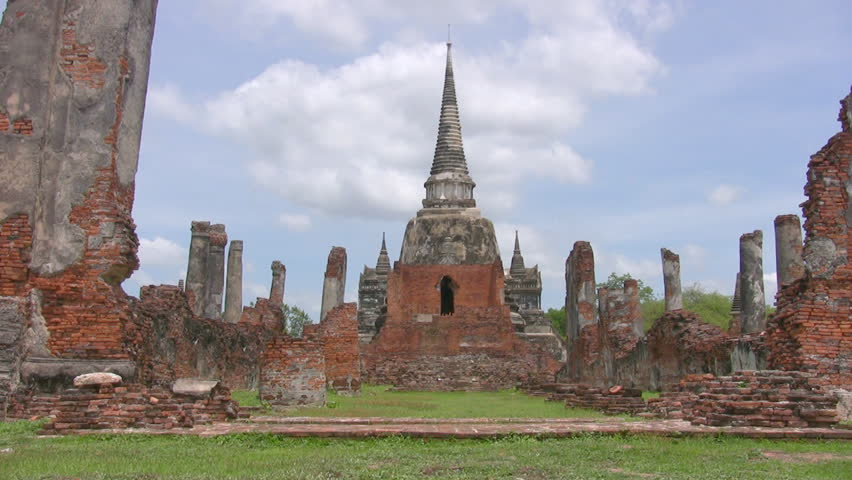 wat phra mahathat a ruined temple in ayuthaya the former. Black Bedroom Furniture Sets. Home Design Ideas