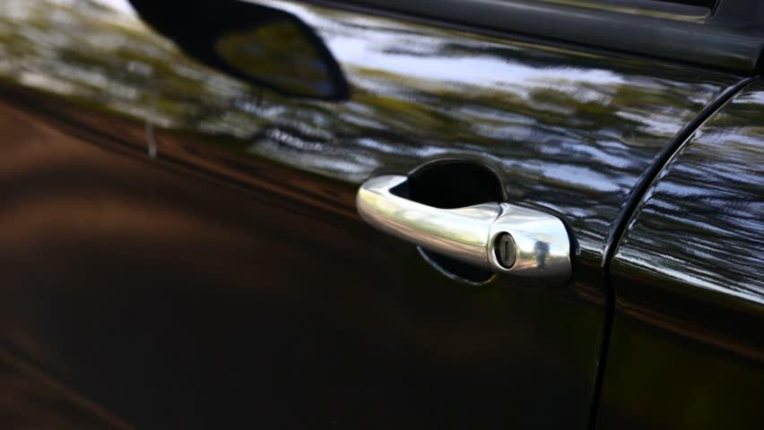 Opening and closing car door