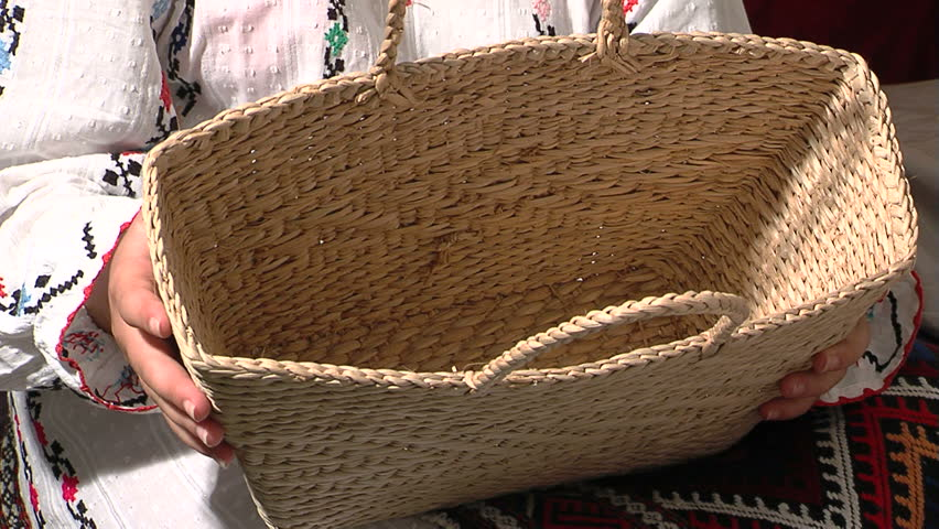 How To Weave A Cattail Basket : Cattail basket the art of weaving with leaves