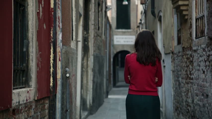 Young girl walks through the narrow streets of Venice