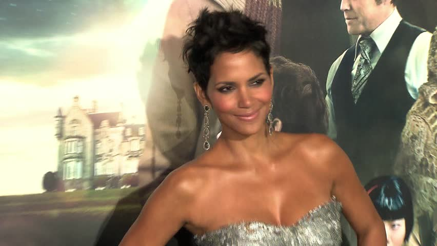 HOLLYWOOD - October 24, 2012: Halle Berry at the Cloud Atlas Premiere in the Grauman's Chinese Theatre in Hollywood October 24, 2012
