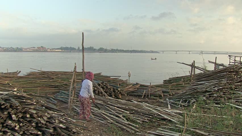 Woman cutting bamboo slats. Southeast asia, Cambodia , mekong, Koh pene , november 2013 (3)