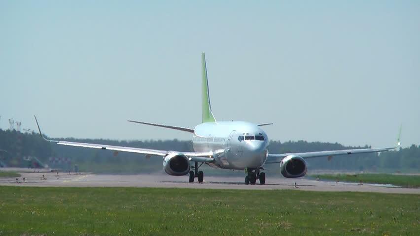 HD 1080 - Aircraft on the runway