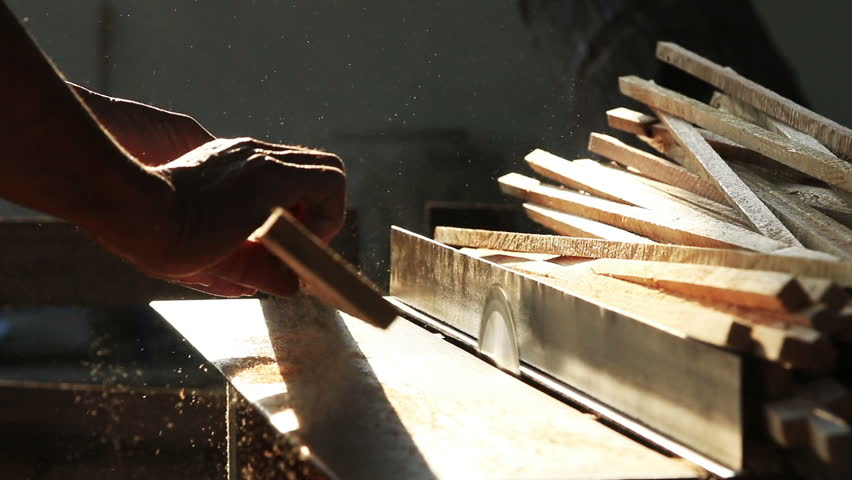 how to use a wood saw