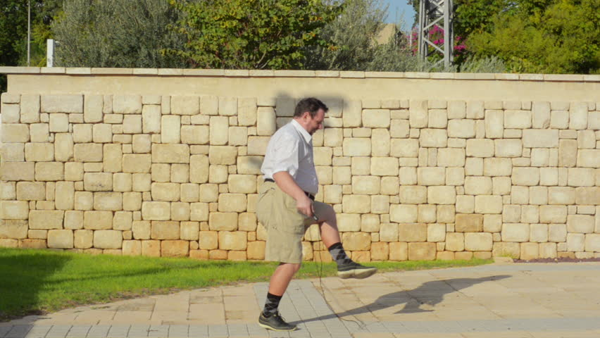 How to jump rope for the first time. Fat man 50 years old tries it out