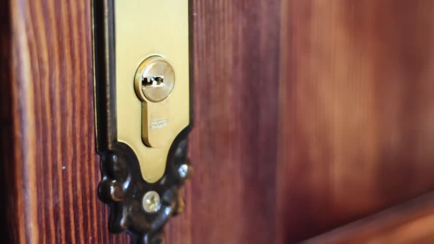 how to open a door without a keyhole